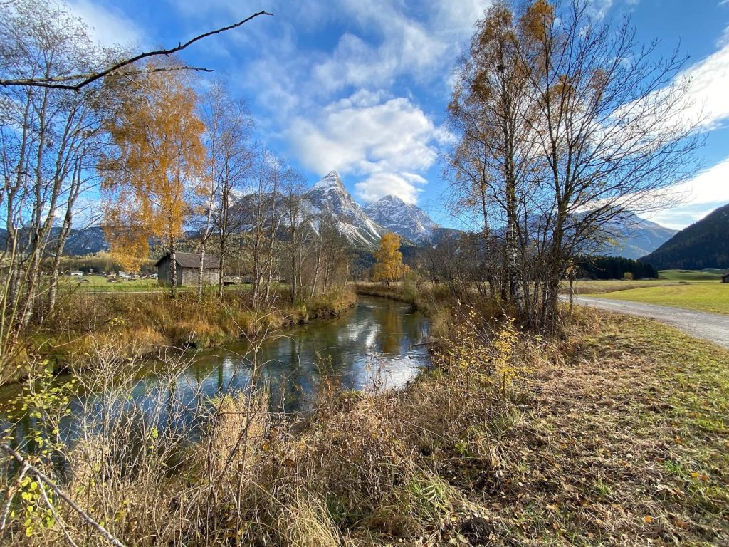 Fly fishing Austria: Headwaters of the river Loisach in fall