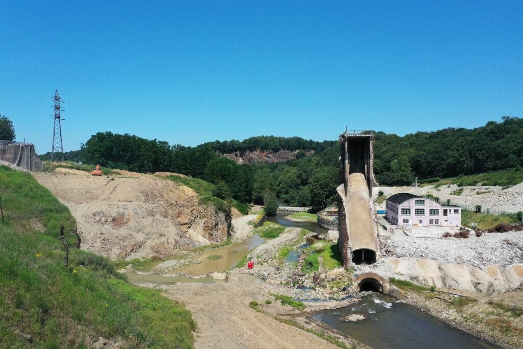 Dam removal on the Selune River, France